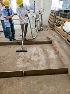 钢板加工厂地面吸灰尘