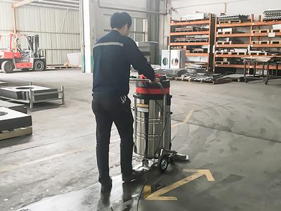 机械零件加工厂地面除尘